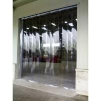 Tende e chiusure flessibili in PVC trasparente a strisce